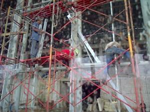 Kesibukan pekerja gedung ICE (foto: Nur Terbit)