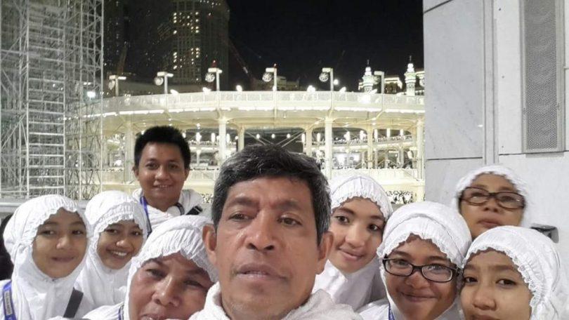 Berpose di Masjidil Haram dengan latarbelakang Ka'bah (dok pribadi Nur Terbit)