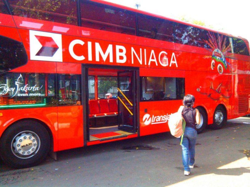 Bus tingkat Transjakarta warna merah menyala yang membawa kami keliling kota dari Sarinah Thamrin ke Kota Tua (foto : dok Nur Terbi)