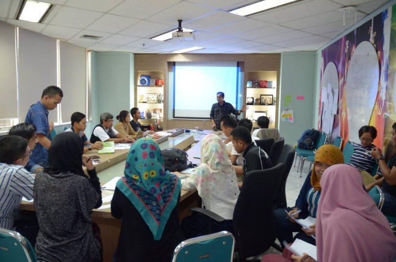 Blogger yang mengikuti materi Kang Arul soal menulis reportase gaya blogger (foto dok Blogdetik)