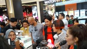 Para artis menjajal berbagai pengguna produk JBL (foto : Nur Terbit)