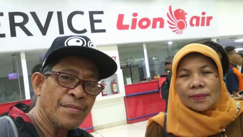 Menunggu cek in dan boarding di Bandara Soekarno Hatta Jakarta (foto dok Nur Terbit)