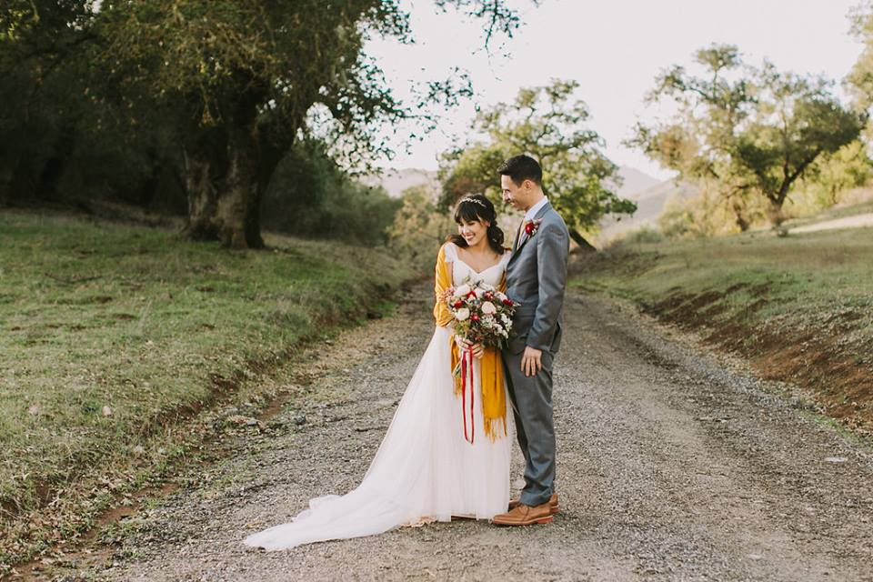 Beautiful rustic winter wedding flower inspiration