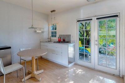 Room 7 Kitchen-1600