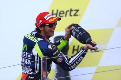 Valentino Rossi happy Selebrasi Podium Silverstone MotoGP 2014