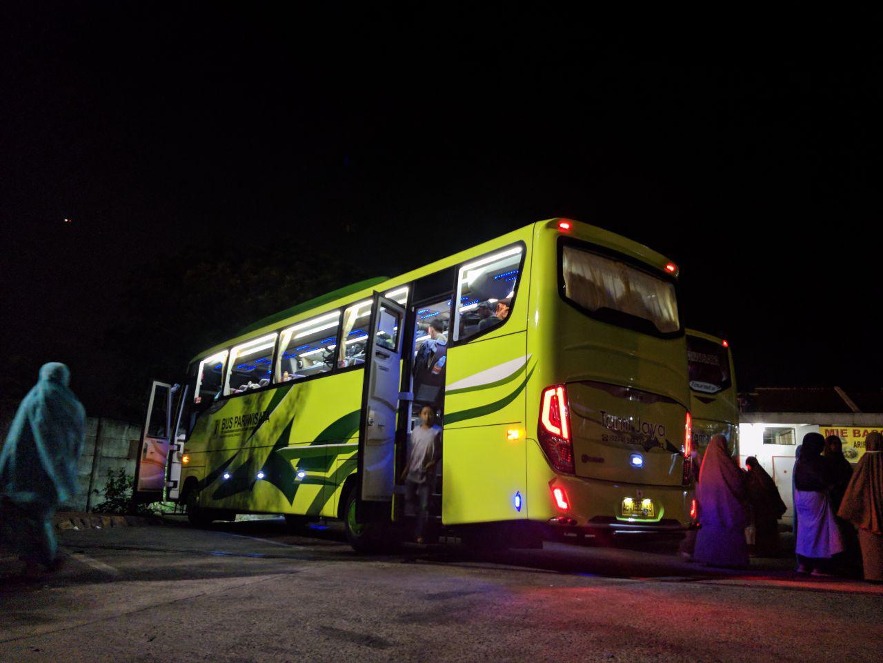 Ke Jakarta Naik Bus Tami Jaya Full AC