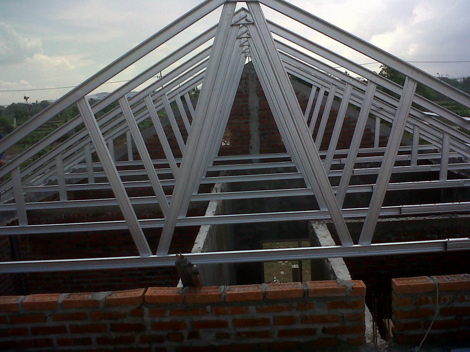 rangka baja ringan minimalis project atap galvalum di pakal ...