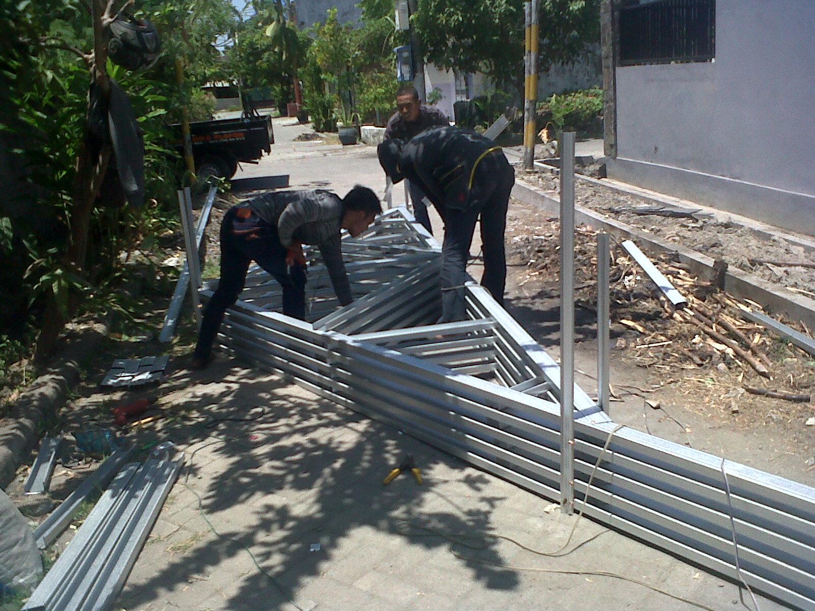 pasang atap baja ringan di cianjur project rangka galvalum pondok benowo ...