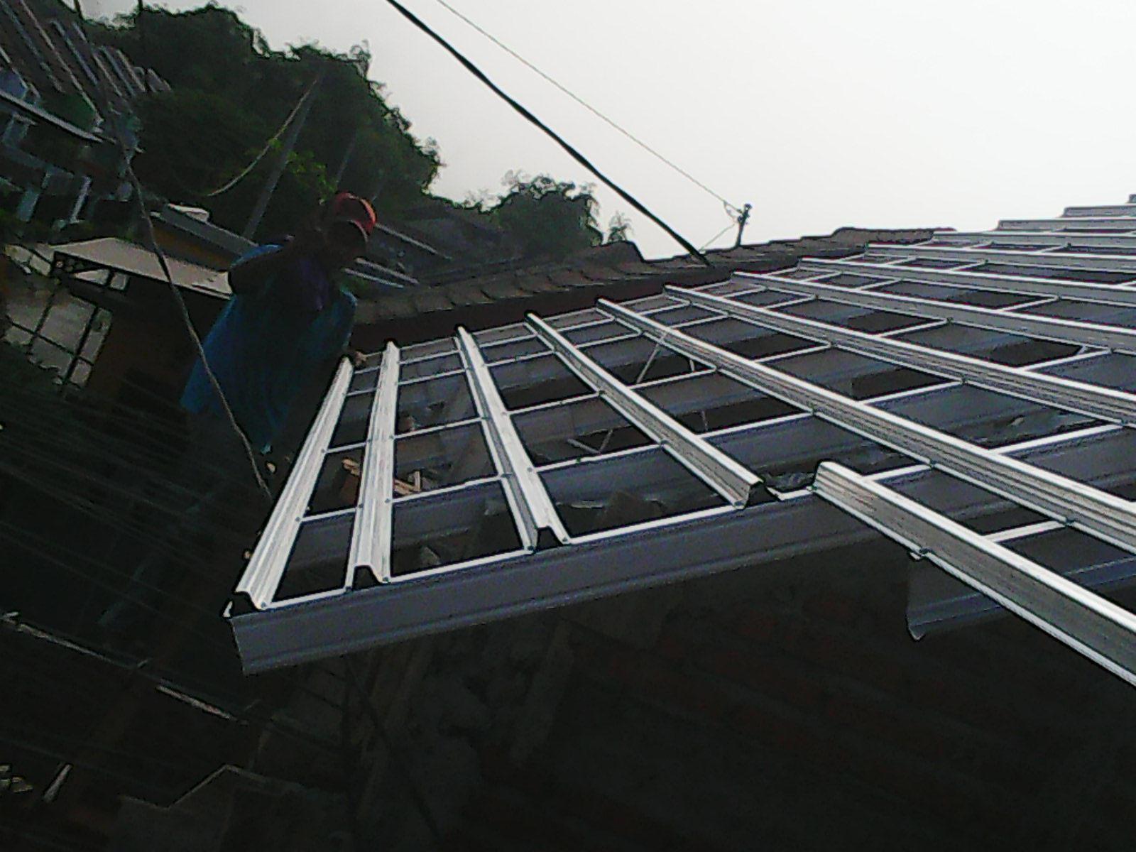 rangka baja ringan atap miring pemasangan galvalum di perum nirwana