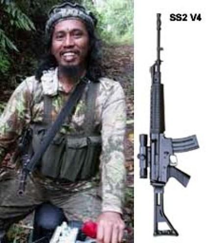 Santoso dengan senjata SS2 V4/Ilustrasi Nusnataranews