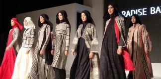 Atraksi model dalam acara Jogja Fashion Week 2016/Foto Nusantaranews/Yus