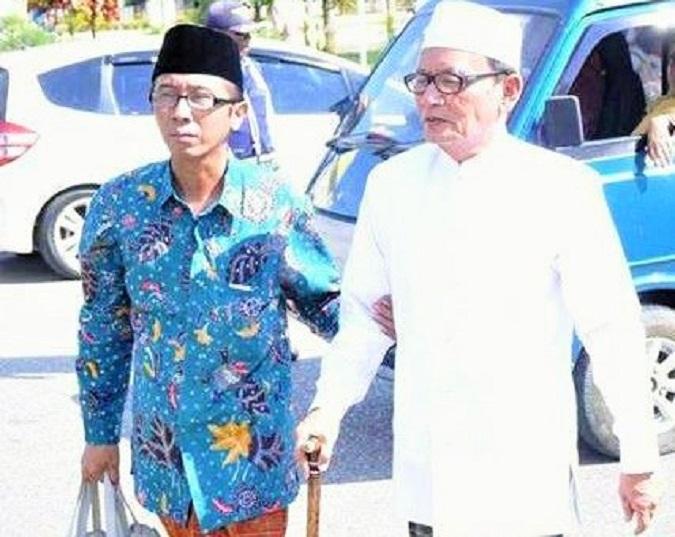 Budayawan Ibnu Hajar bersama Penyair D Zawawi Imron/Foto dok. Ibnu Hajar