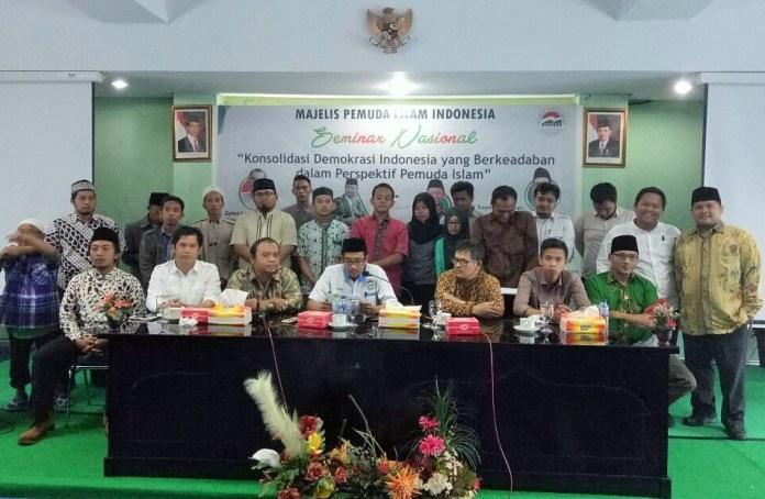 Seminar Nasional dengan tema