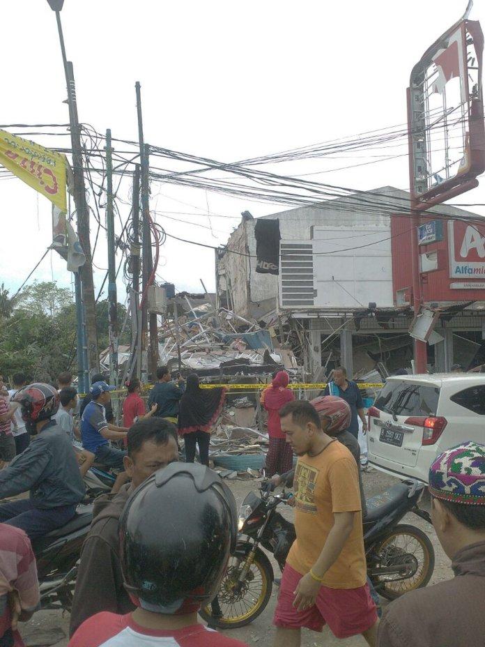 Keruskan toko pizza akibat ledakan di Jl Hankam RT 4, RW 5, Kel. Jatimelati, Pdk Melati, Bekasi. foto via @Radioelshinta