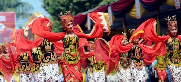 Kesenian Tari Gandrung Komunitas Using Banyuwangi Jawa Timur. Foto via Masadera