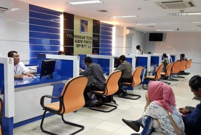 Loket layanan Badan Koordinasi Penanaman Modal (BKPM) untuk memberikan layanan izin investasi. Foto Via Jakarta Post