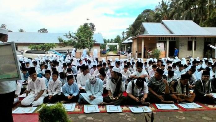 Santri bersiap menulis mushaf Al Quran di Sumatera Barat/Foto: Dok. Kemenag/Inmas