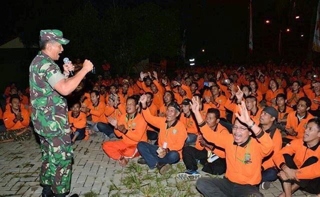 Komandan Korem 052 /Wkr Kolonel Inf Iwan Setiawan memberikan ceramah Wawasan Kebangsaan Kepada peserta Jambore Ormas se-Kota Tangerang/Foto: Dok. Puspen tniad.mil.id