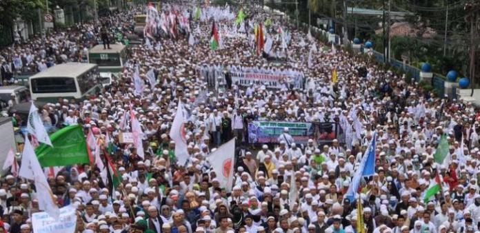Ilustrasi massa pengunjuk rasa. Foto via datariau