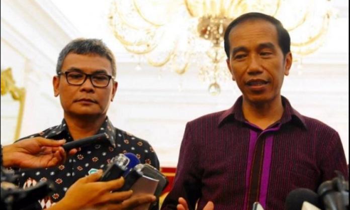 Johan Budi bersama presiden jokowi. Foto Nusantaranews via redaksiindonesia