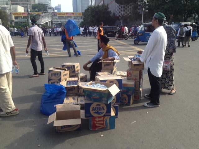 Pasokan Logistik Untuk Peserta Aksi 4 November. Foto Andika/Nusantaranews