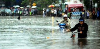 Banjir saat rendam kota bandung. Foto via rmol