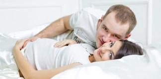 Berhubungan seks saat istri sedang mengandung. Foto Ilustrasi/IST
