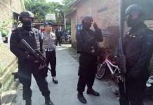Densus 88 Antiteror dikabarkan kembali menangkap dua terduga teroris di Solo, Jawa Tengah pada Minggu (18/12/2016)/Foto Sego/NUSANTARAnews