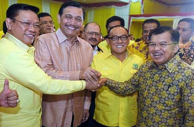 Jusuf Kalla dan Luhut Binsar Pandjaitan di Munaslub Golkar/FOto: Dok. kabaroke.com