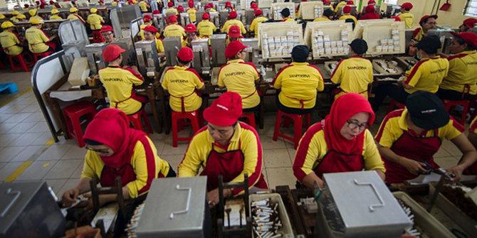 Perlindungan terhadap pekerja lokal. Foto ilustrasi via merdeka