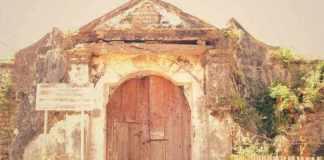 Pintu Utama Benteng VOC di Kalimo'ok Suemenep/Foto: jalan2.com