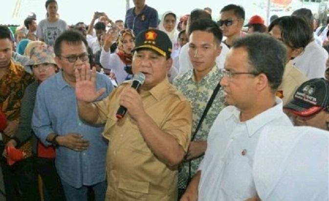 Prabowo Subianto didampingi Anies Baswedan sambangin Warga Kampung Akuarium, Luar Batang, Jakarta Utara/Foto: akarnews