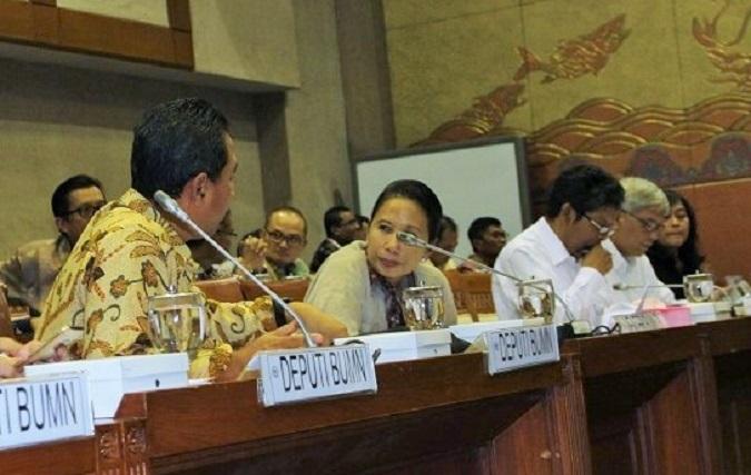 Menteri BUMN, Rini Sumarno bersama debuti BUMN/ Foto Hatiem/NUSANTARAnews