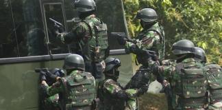 Raider 712 Bebaskan Wali Kota Manado GSV Lumentut dari Tangan Kelompok Bersenjata/Foto via Harianterbit