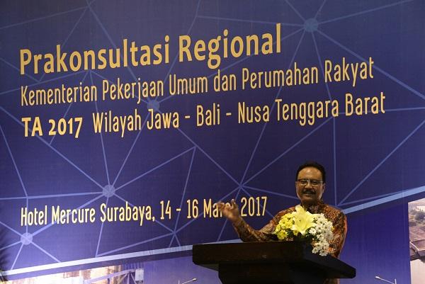 Gus Ipul Memberikan Sambutan Pada Prakonreg Kementerian PUPR Tahun 2017 di Hotel Mercure Surabay/Foto Tri Wahyudi