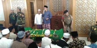 Jenazah KH. Hasyim Muzani sebelum disholatkan/Foto kiriman Emay Ahmad Maehani