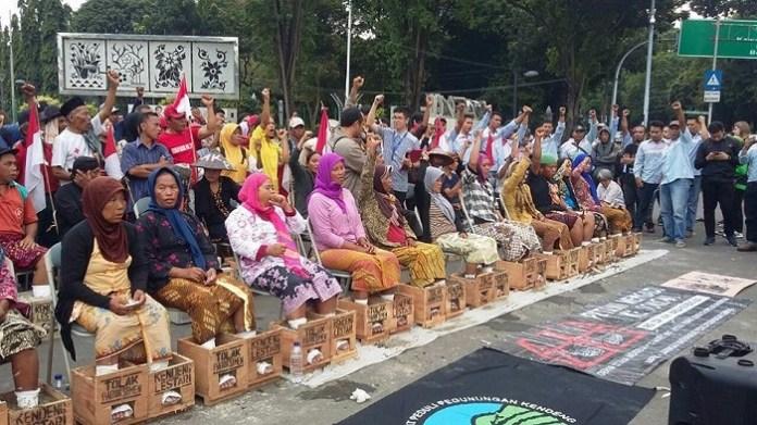 Aksi menyemen kaki Rakyat dari Pegunungan Kendeng sejak 13 Maret 2017/Foto: Dok. Pribadi