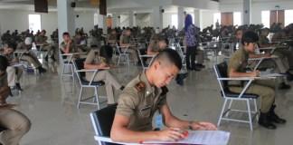 Mengerjakan Soal/Foto Ilustrasi/Nusantaranews