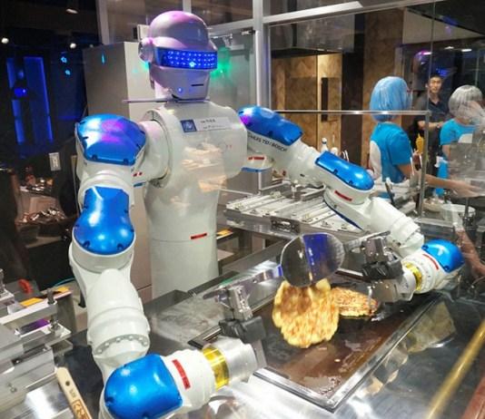 Sebuah Robot Sedang Mengolah Masakan/Foto via express/Nusantaranews