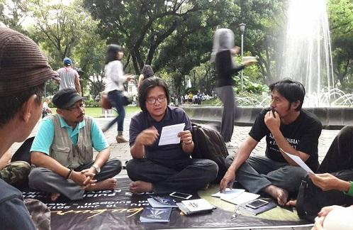 Ngabuburit Sastra di Taman Suropati, Menteng, 10 Juni 2017. Foto Istimewa