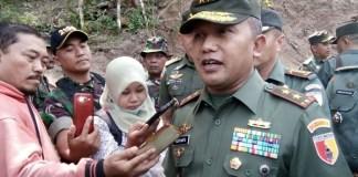 Kunjungan Pangdam V/Brawijaya, Mayjen TNI Kustanto Widiatmoko, M.A.D bersama rombongan ke lokasi TMMD serta Pondok Modern Darussalam Gontor Ponorogo. (Foto : MUH NURCHOLIS)