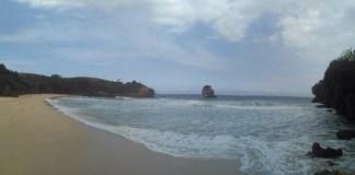 Pesona Keindahan Pantai Pudak Blitar. Foto Nanang Habibi