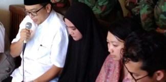 Istri Penyidik Senior KPK, Novel Baswedan, Rina Emilda (Emil) saat sampaikan kondisi terkini keadaan Novel Baswedan ke media, Senin, 28 Agustus 2017. Foto Ucok Al Ayubbi/ NusantaraNews.co