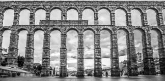 Ilustrasi - Bangunan tua di Segovia, Spanyol. Foto: Dok. Depositphotos