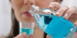 Ilustrasi Minum obat kumur. Foto: Dok. euro-dent.biz