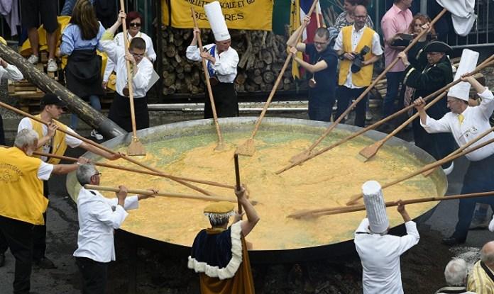 Tradisi Telur Dadar di Belgia/Foto via Reuters/Nusantaranews