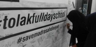 Salah satu poster penolakan full day school (FDS). (Foto: Istimewa)