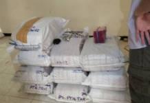 Tim Mabes Polri berhasil membongkar gudang yang diduga sebagai tempat penyimpanan paracetamol, caffein, carisoprodol atau PCC di daerah Mulyorejo Surabaya. Foto Tri Wahyudi/ NusantaraNews.co