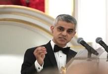 Walikota London Sadiq Khan berang dengan Trump yang melarang negara-negara mayoritas Muslim bepergian ke Amerika Serikat. (Foto: PA/Yui Mok)