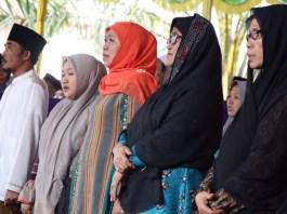 Khofifah Indar Parawansa bersama pencetus Hari Santri Nasional, KH Thoriq bin Zain/Foto Dok. Pribadi/Nusantaranews